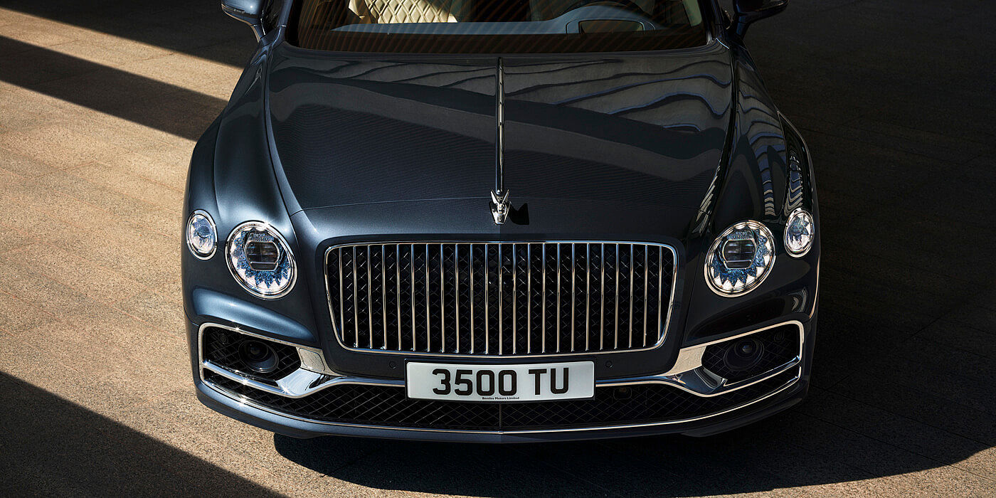 BENTLEY-NEW-FLYING-SPUR-PROFILE-WITH-METEOR-PAINT-STATIC-FRONT-BONNET-CLOSE-UP
