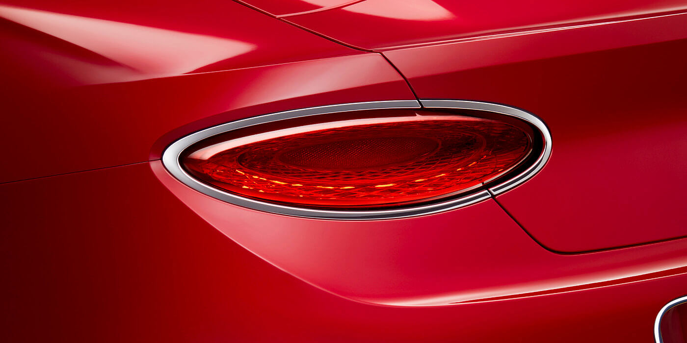 CONTINENTAL-GT-V8-CONVERTIBLE-REAR-LIGHT